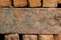Chiuda sulla pila di mattoni rossi Fotografia Stock