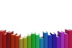Chiuda sulla pila di riga di libri variopinti Fotografie Stock