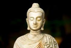 Chiuda sulla statua crema di Buddha della testa di bianco in Tailandia immagini stock libere da diritti