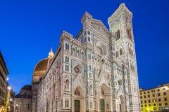 Chiuda sulla vista del duomo di Firenze alla notte in Toscana, Italia fotografia stock libera da diritti
