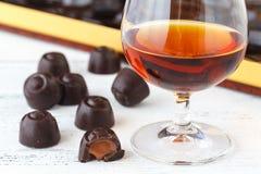 Chiuda sulla vista delle caramelle di cioccolato con pralina Fotografia Stock Libera da Diritti