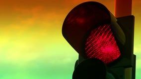 Chiuda sulla vista di colore rosso sul semaforo video d archivio