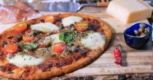 Chiuda sulla vista di una pizza italiana Fotografia Stock Libera da Diritti