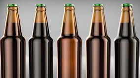 Chiuda sulle bottiglie della birra su un fondo grigio illustrazione 3D Immagini Stock