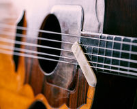 Chiuda sulle corde dello strumento e selezioni Immagine Stock