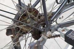 Chiuda sulle parti sporche della bici, parte della ruota posteriore della bicicletta Fotografia Stock Libera da Diritti