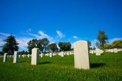 Chiuda sulle pietre tombali nel cimitero nazionale Fotografia Stock Libera da Diritti