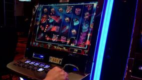 Chiuda sullo slot machine archivi video