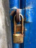 Chiude a chiave arrugginito nella casa Fotografie Stock