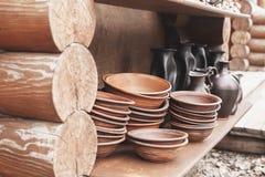 Chiuso su dei vasi e dei lanciatori di argilla Immagine Stock