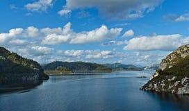 Chiusura con una diga della diga di Gordon, la Tasmania Immagine Stock Libera da Diritti