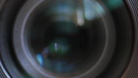 Chiusura dell'occhio dell'obiettivo stock footage