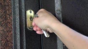 Chiusura della porta a chiave corazzata 2 video d archivio
