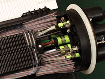 Chiusura di massa di fibra ottica con i collegamenti della giuntura fotografia stock