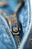 Chiusura lampo del Jean blu Fotografie Stock Libere da Diritti