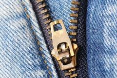 Chiusura lampo delle blue jeans Immagini Stock