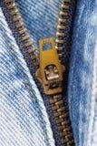 Chiusura lampo delle blue jeans fotografie stock libere da diritti