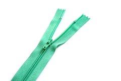 Chiusura lampo verde isolata su fondo bianco Fotografia Stock