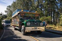 Chiva-Bus in Medellin Kolumbien Stockfotos