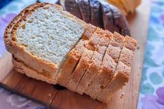 Chlebów plasterki na stole Zdjęcia Stock