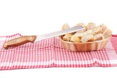 Chlebów plasterki w koszu na tablecloth Obraz Stock