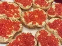 Chlebów plasterki z kawiorem na talerzu Zdjęcie Stock