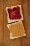 Chlebów plasterki z masłem orzechowym Obrazy Stock