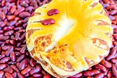 Chleb faszerujący z czerwonymi fasolami Fotografia Stock