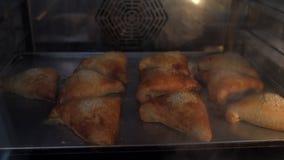 Chleb gotujący w piekarniku Chlebowa piekarnia zbiory