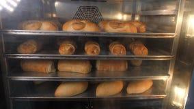 Chleb gotujący w piekarniku Chlebowa piekarnia zdjęcie wideo