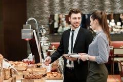 Chleb i croissants przy biznesowym bufetem zdjęcia royalty free