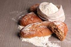 Chleb i mąka w torbie obrazy stock