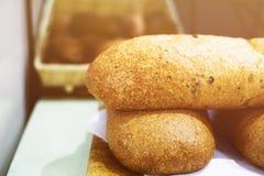 Chleb kłama na stole Obrazy Stock