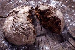 Chleb na drewnie fotografia stock