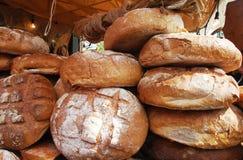 Chleb na piekarnia stojaku Zdjęcia Stock