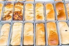 chleb na wypiekowej tacy Obrazy Stock