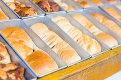 chleb na wypiekowej tacy Zdjęcia Royalty Free