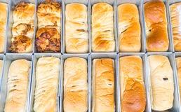 chleb na wypiekowej tacy Fotografia Stock