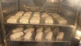 Chleb w piekarnianym ` s piekarniku w czasu upływie zbiory