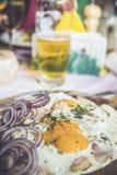 Chleb z bekonowym jajkiem i cebulą Obraz Stock