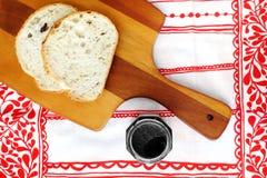 Chleb z czarnym sezamowym pasty rozszerzaniem się Obraz Stock