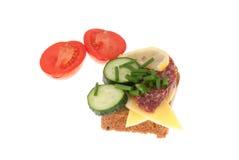 Chleb z kiełbasą i warzywami Obrazy Stock