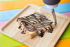 Chleb z masłem i cukierem nakrywającymi z czekoladą obrazy royalty free