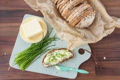 Chleb z masłem i szczypiorkami Obrazy Royalty Free