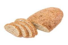 Chleb z otręby częsciowo pokrajać na lekkim tle Zdjęcie Stock