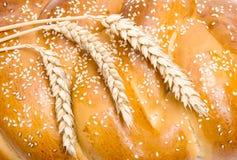 Chleb z pszenicznym ucho zakończeniem Zdjęcie Royalty Free