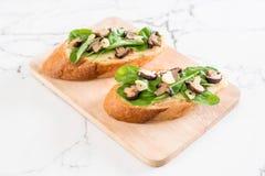 chleb z rakiety i shiitake pieczarką zdjęcie stock