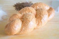Chleb z sezamem na drewnianym stole Obraz Royalty Free