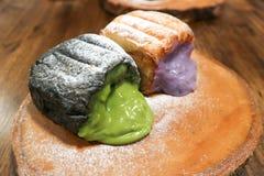Chleb z zieloną herbatą faszerującą i chleb z purpurowym batatem Fotografia Royalty Free