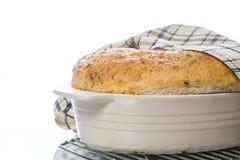 Chleba dom w ceramicznej formie Obrazy Stock